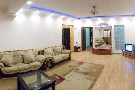 Сдается 4-комнатная квартира посуточно в Алматы, ул. Толе би, 286.