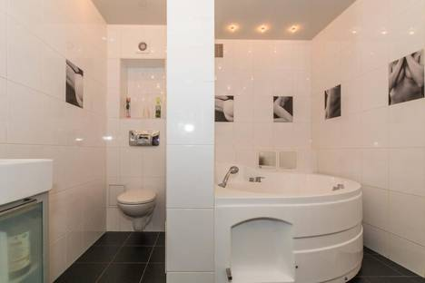 Сдается 3-комнатная квартира посуточно в Новосибирске, ул. Максима Горького, 85.
