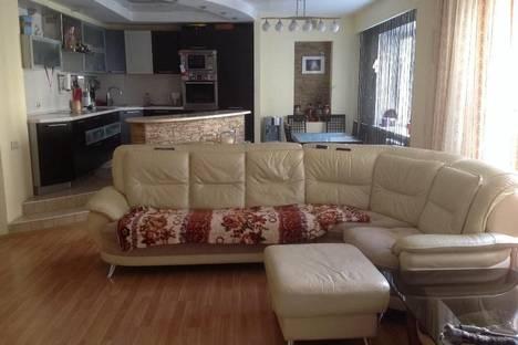 Сдается 3-комнатная квартира посуточнов Новосибирске, ул. Щетинкина, 49.