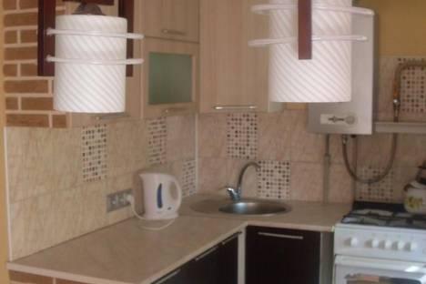 Сдается 2-комнатная квартира посуточно в Кстове, ул. Магистральная, 2.