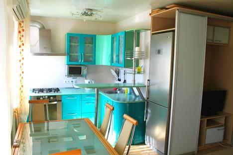 Сдается 3-комнатная квартира посуточно в Волгограде, ул. им Канунникова, 5.