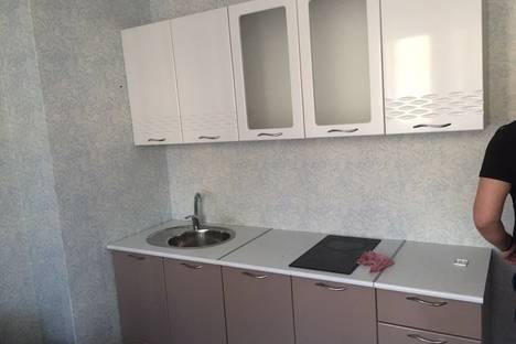 Сдается 1-комнатная квартира посуточно в Тобольске, 10 мкр 74 дом.