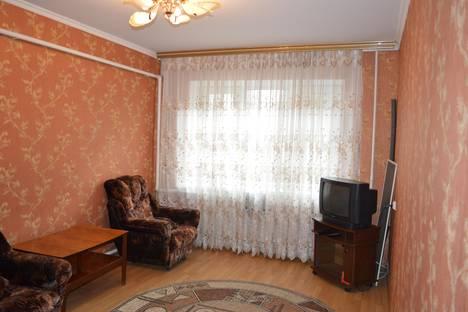 Сдается 3-комнатная квартира посуточно в Курске, ул. Студенческая, 5.