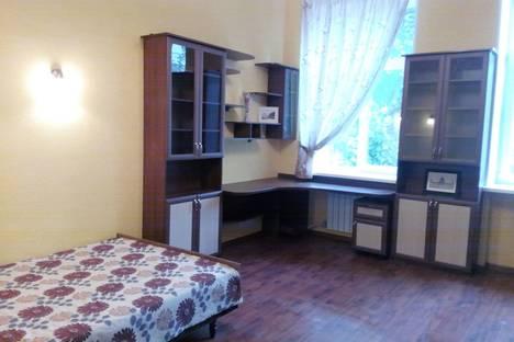 Сдается 1-комнатная квартира посуточно в Саратове, ул. Волжская, 27а.