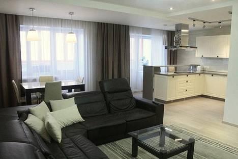 Сдается 3-комнатная квартира посуточно в Новосибирске, ул. Орджоникидзе, 30.