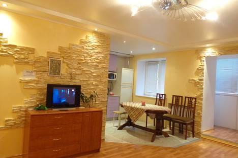 Сдается 2-комнатная квартира посуточно в Уфе, ул. Кремлевская, 57/2.