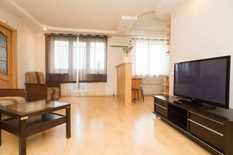 Сдается 2-комнатная квартира посуточно в Челябинске, ул. Труда, 161.