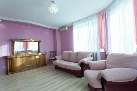 Сдается 3-комнатная квартира посуточнов Челябинске, проспект Ленина, 42.