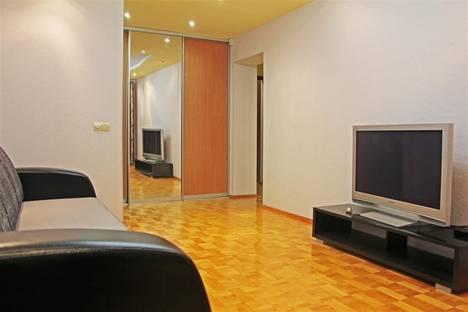 Сдается 2-комнатная квартира посуточнов Сарапуле, Ленина 8.