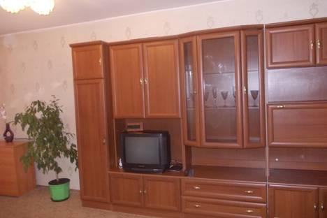 Сдается 2-комнатная квартира посуточно в Саратове, проспект Энтузиастов,  57.