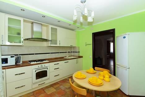 Сдается 3-комнатная квартира посуточнов Казани, проспект Ямашева, 101.