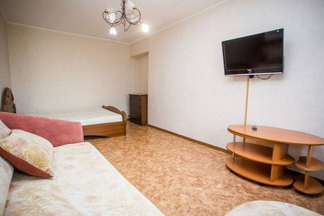 Сдается 1-комнатная квартира посуточно, проспект 100-летия Владивостока, 37.