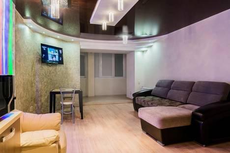 Сдается 2-комнатная квартира посуточнов Кирове, ул. Красноармейская 3а.
