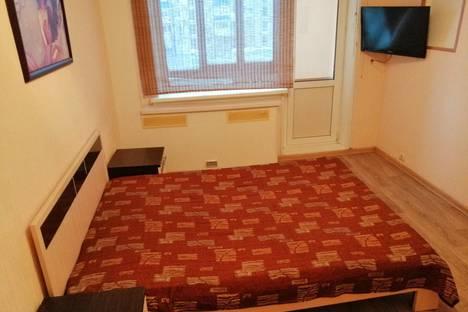Сдается 2-комнатная квартира посуточно, улица Нефтяников, 15.