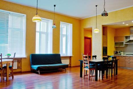 Сдается 4-комнатная квартира посуточно в Санкт-Петербурге, Невский 65.