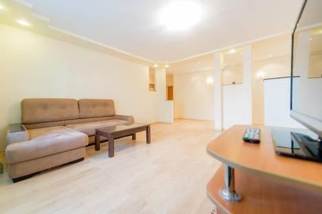 Сдается 3-комнатная квартира посуточнов Челябинске, Кирова,23 а.