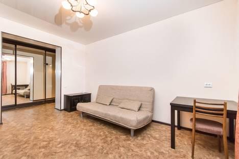 Сдается 2-комнатная квартира посуточнов Тюмени, Восточный микрорайон, улица Моторостроителей, 9к1.