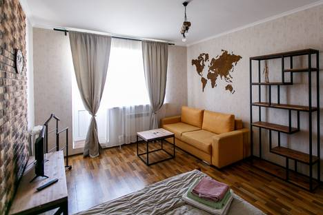 Сдается 2-комнатная квартира посуточно, улица Меркулова, 10А.