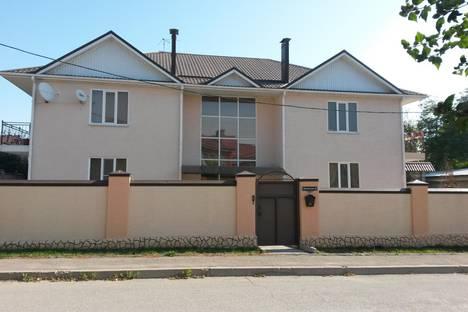 Сдается 3-комнатная квартира посуточно в Ессентуках, ул. Маяковского, 5.