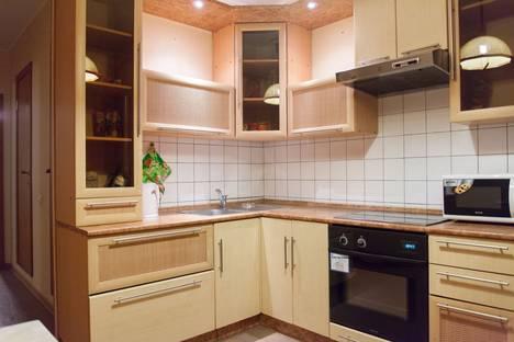 Сдается 2-комнатная квартира посуточнов Челябинске, Сулимова, 75.
