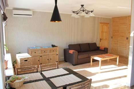 Сдается 2-комнатная квартира посуточно в Киеве, ул. Шовкуненко, 5.