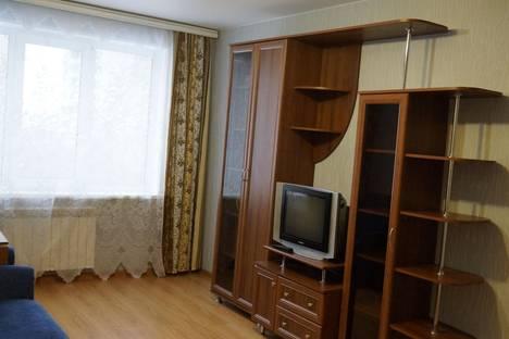 Сдается 1-комнатная квартира посуточно, ул. Безыменского, 1а.