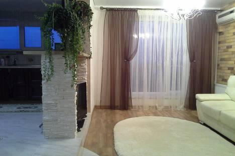 Сдается 2-комнатная квартира посуточнов Новочебоксарске, ул. Правая Набережная Сугутки, д 1.
