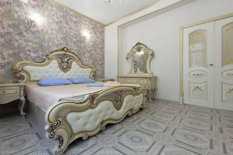 Сдается 2-комнатная квартира посуточно в Астрахани, Площадь Ленина , 10.