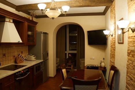 Сдается 4-комнатная квартира посуточно в Южно-Сахалинске, Милицейская, 7б.