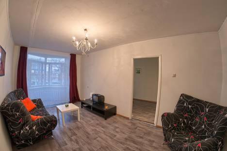 Сдается 2-комнатная квартира посуточнов Кстове, Большая Покровская, 32.