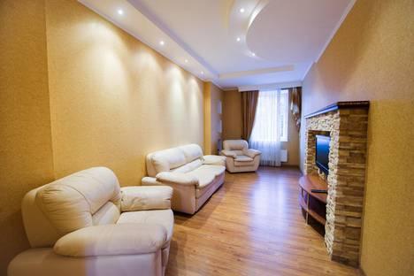 Сдается 2-комнатная квартира посуточно в Казани, улица Вишневского 15.