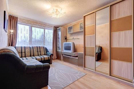 Сдается 2-комнатная квартира посуточно в Санкт-Петербурге, ул. Софьи Ковалевской, 10.