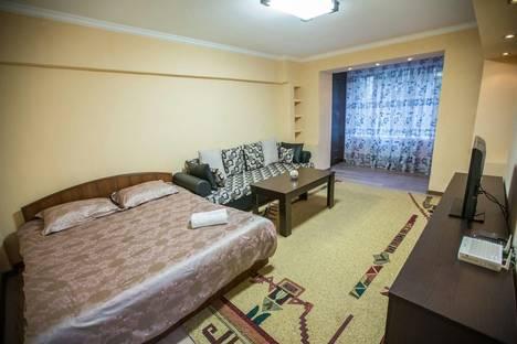 Сдается 1-комнатная квартира посуточно в Алматы, ул. Ауэзова, 69.