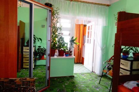 Сдается 1-комнатная квартира посуточно в Ялте, улица Верхнеслободская, 8.