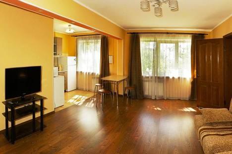 Сдается 2-комнатная квартира посуточно, Профсоюзная 40.