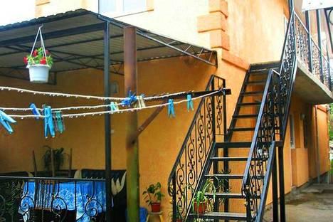Сдается 1-комнатная квартира посуточно в Феодосии, ул. Колодяжного, 16.