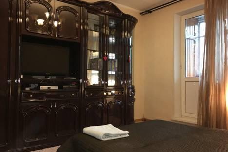 Сдается 3-комнатная квартира посуточно, ул. Красина, 1.