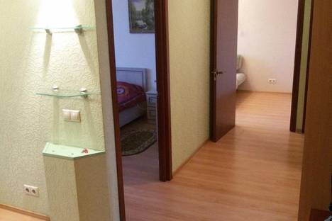Сдается 3-комнатная квартира посуточно в Тюмени, ул. Красина, 7.