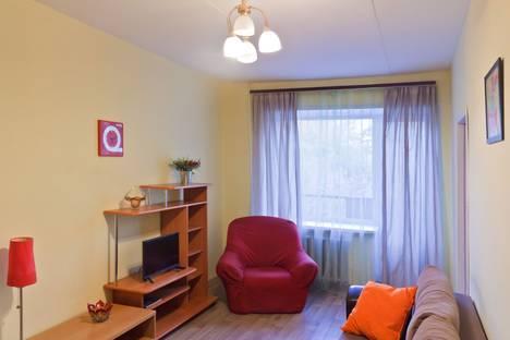 Сдается 2-комнатная квартира посуточнов Екатеринбурге, ул. Карла Либкнехта, 16.