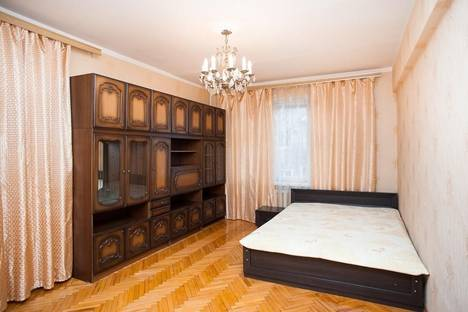 Сдается 3-комнатная квартира посуточно в Москве, ул. Заморёнова, 3.