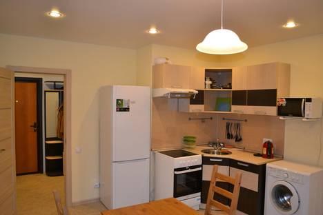 Сдается 1-комнатная квартира посуточнов Санкт-Петербурге, ул. Шкапина, 9-11.