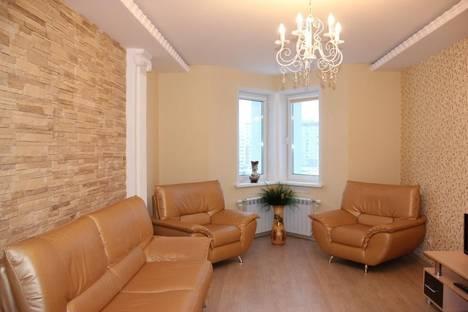 Сдается 2-комнатная квартира посуточнов Омске, проспект Комарова, 21.
