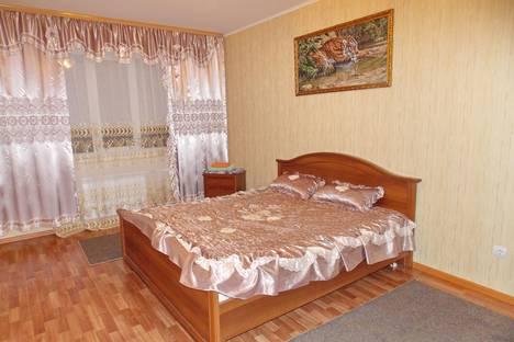 Сдается 2-комнатная квартира посуточно в Курске, проспект Вячеслава Клыкова дом 54.