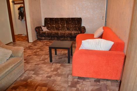 Сдается 2-комнатная квартира посуточно в Каменск-Уральском, ул. Синарская, 1.