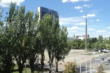 Сдается 2-комнатная квартира посуточно в Донецке, ул. Постышева, 119/1.