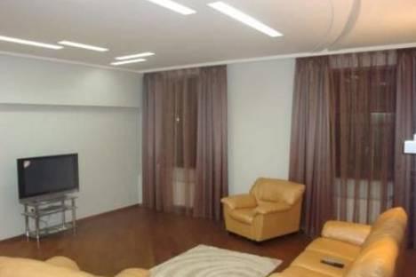 Сдается 2-комнатная квартира посуточно в Киеве, пр. Г. Сталинграда, 4а.