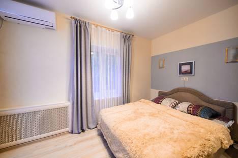 Сдается 1-комнатная квартира посуточно во Владивостоке, ул. Прапорщика Комарова, 23а.
