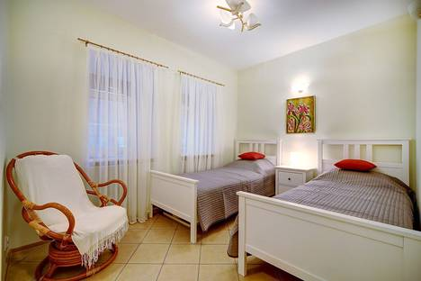 Сдается 3-комнатная квартира посуточно в Санкт-Петербурге, ул. Большая Конюшенная, 7.