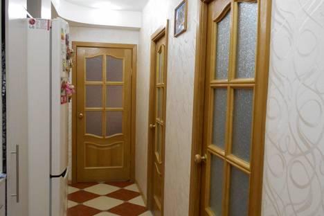 Сдается 3-комнатная квартира посуточнов Гатчине, пр. 25 Октября, 67.
