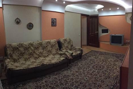 Сдается 3-комнатная квартира посуточно, Плеханова 138.